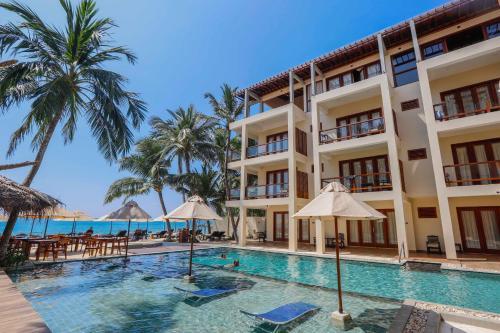 . Sapphire Seas Beachfront Hotel