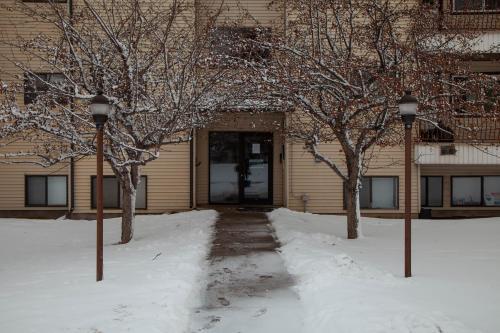 Elkford 2BR 1BA Condo - Easy access to Rocky Mountain Gateaway - Apartment - Elkford
