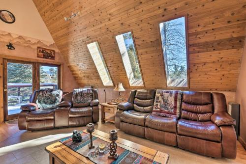 Cozy Angel Fire Cabin 10 Min from Ski Slopes! - Hotel - Angel Fire