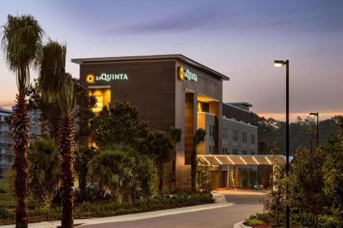. La Quinta Inn & Suites by Wyndham Orlando IDrive Theme Parks