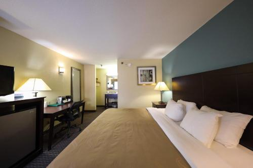 Copley Inn And Suites