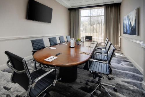Embassy Suites by Hilton Detroit Troy Auburn Hills - Troy, MI MI 48098