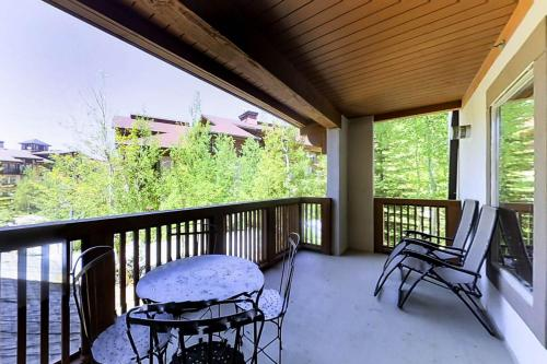 Powderhorn Lodge 210: Blazing Star Suite - Solitude