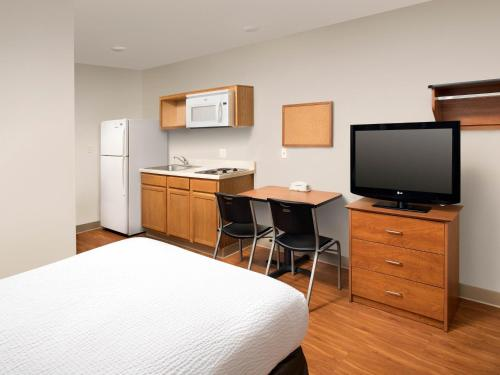 Фото отеля Woodspring Suites Akron
