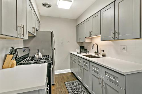 Stylish 1BR Apt Perfect for Couple\'s Getaway A4