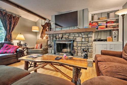 Condo with Furnished Deck - Walk to Sugar Mountain! - Apartment - Sugar Mountain