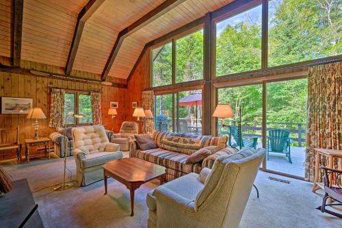 Thirteenth Lake Chalet with Deck, Walk to Water! - North River