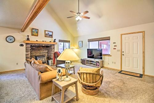 Pinetop Country Club Home with 2 Decks and Private Yard - Indian Pine