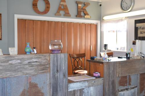 . The Oak Motel