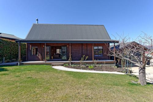 . Lavender Cottage - Hanmer Springs Holiday Home