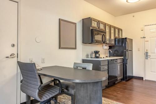 Candlewood Suites Lincoln - Lincoln, NE NE 68520