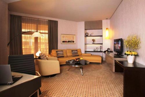 TIME Grand Plaza Hotel Представительский люкс