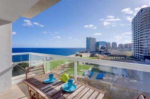 Apartment With Stunning Seaviews