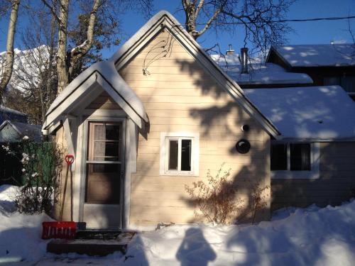 Holiday Lodge Cabins - Banff, AB T1L 1A7