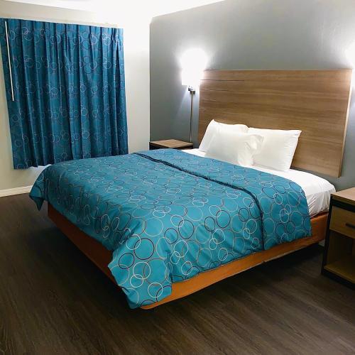 . Budget Host Inn