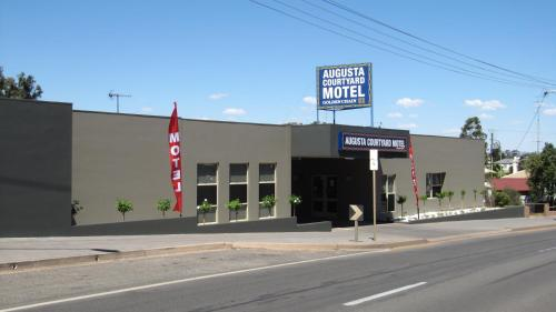 Фото отеля Augusta Courtyard Motel