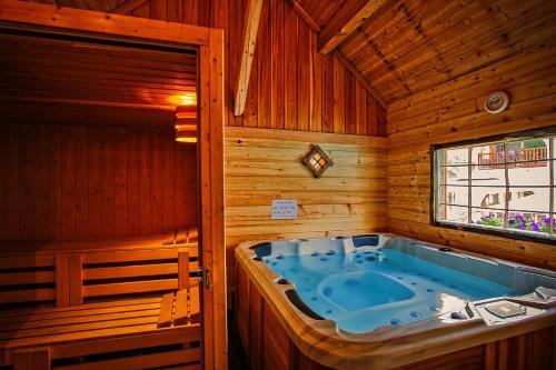 Hôtel & Spa La Ferme de l'Izoard - Hotel - Arvieux