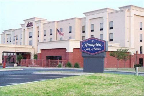Hampton Inn & Suites Lawton - Lawton, OK 73505