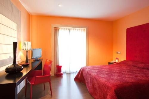 Double or Twin Room with Terrace Luces del Poniente 9