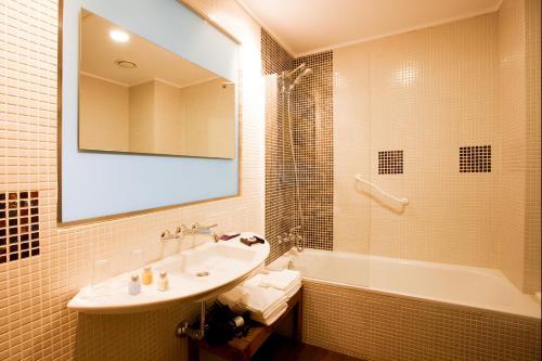 Doppel-/Zweibettzimmer mit eigener Terrasse Luces del Poniente 2