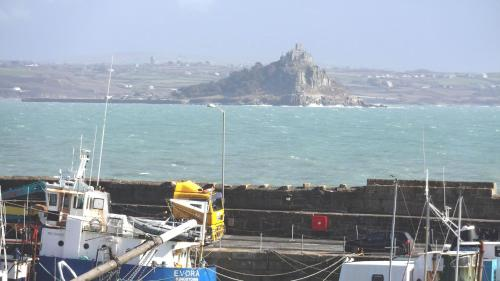 Penthouse 4 - Luxury Harbourside Apartment - 104, Penzance, Cornwall