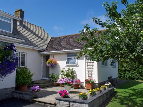 Delightful Holiday Home In Cornwall With Garden, Harlyn Bay, Cornwall