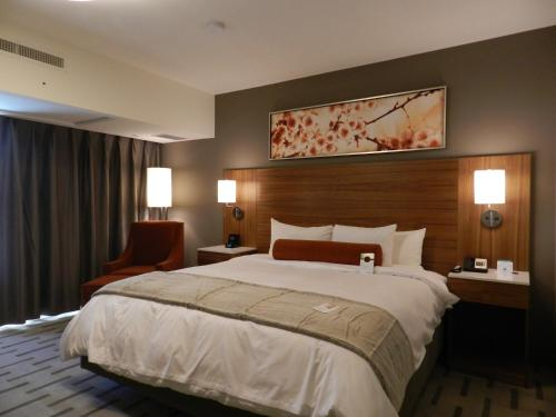 Radisson Hotel & Conference Center Calgary Airport East - Photo 6 of 100