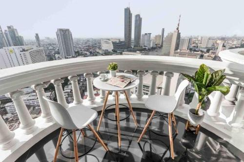 Stunning Riverview condo with luxurious roof top bar Stunning Riverview condo with luxurious roof top bar