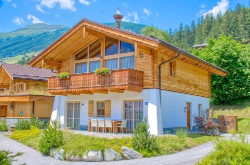 """Chalet 4 """"Edelweiss"""" by Alpen Apartments Neukirchen"""