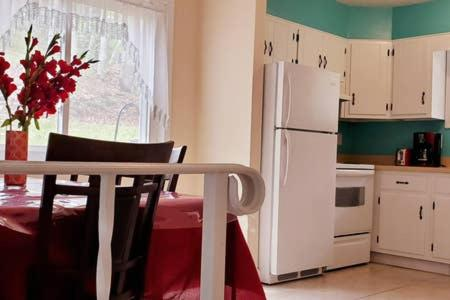 LAKE GEORGE FAMILY VACATION HOME - image 3