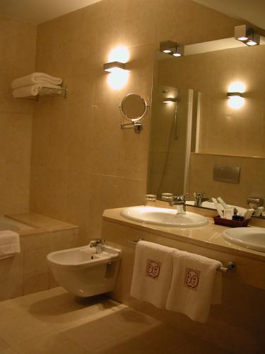 Triple Room Hotel Puerta de la Luna 7