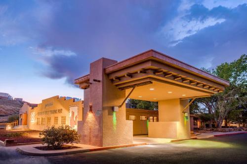 Holiday Inn Canyon De Chelly-Chinle - Chinle, AZ AZ 86503