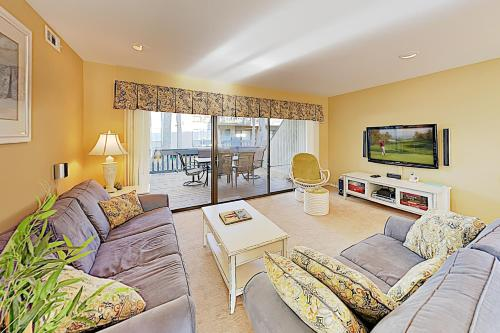 New Listing! Lovely Sea Colony Escape w/ 12 Pools condo, Sussex