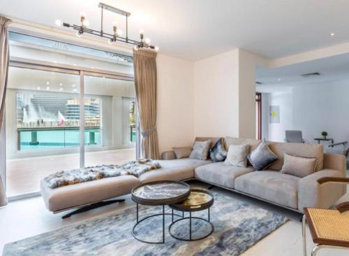 Fantastay Exotic 3 Bdr Duplex Villa with Fountain Views in Downtown Dubai - image 2