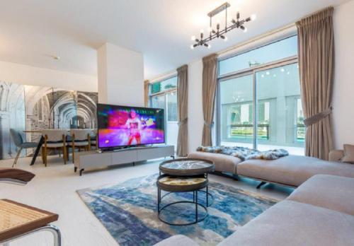 Fantastay Exotic 3 Bdr Duplex Villa with Fountain Views in Downtown Dubai - image 4