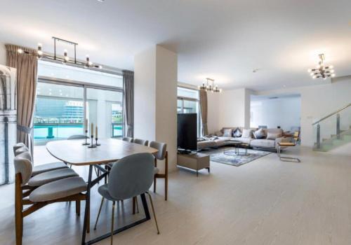 Fantastay Exotic 3 Bdr Duplex Villa with Fountain Views in Downtown Dubai - image 5