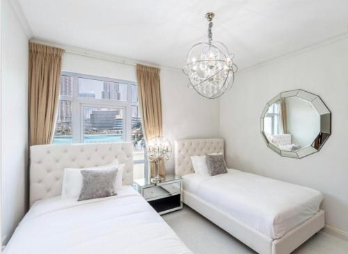 Fantastay Exotic 3 Bdr Duplex Villa with Fountain Views in Downtown Dubai - image 6