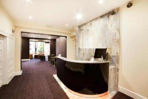 Best Western The Connaught Hotel Wolverhampton - Photo 3 of 53