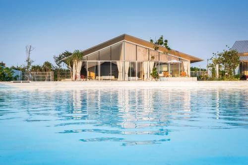 Crystal Lagoon Luxury Pool Villa By Favstay Crystal Lagoon Luxury Pool Villa By Favstay