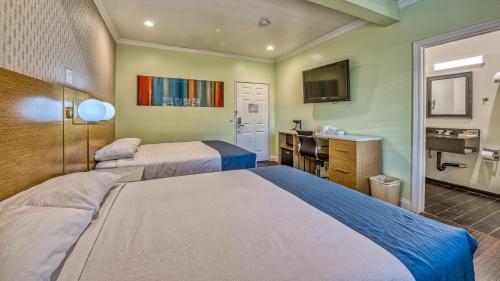 Hollywood City Inn - Los Angeles, CA CA 90027