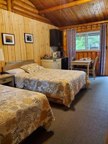 . High Falls Motel & Cabins