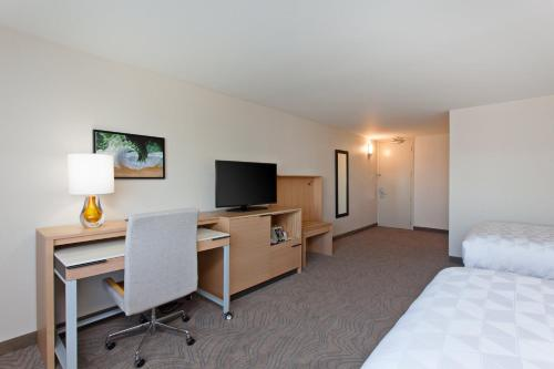 Holiday Inn Los Angeles - LAX Airport, an IHG Hotel - image 11