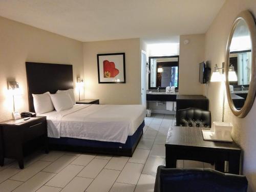 Red Carpet Inn Airport Fort Lauderdale - image 8