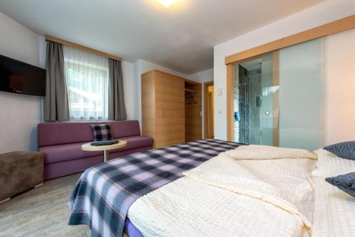 Double Room (2-3 Adults)