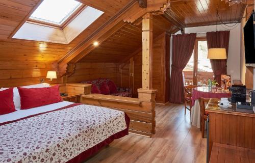 Junior Suite - single occupancy Hotel Grèvol Spa 8