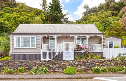 . Kuranui Cottage