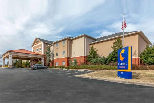 . Comfort Suites Batesville