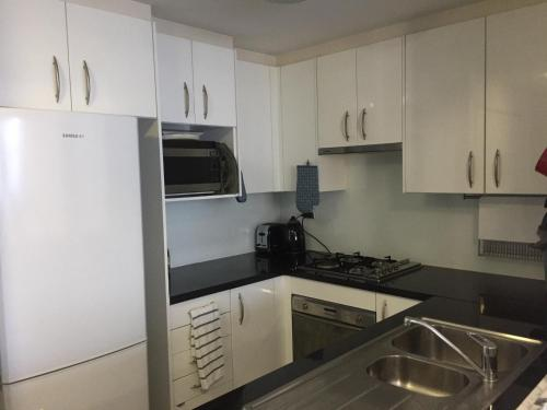 Large 2 Bedroom Apartment in World Square Sydney CBD - image 6