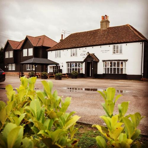 The Cock Inn Hotel - Accommodation - Sheering