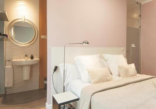 Habitación Doble con terraza - 1ª planta Hotel Boutique Villa Lorena by Charming Stay 8
